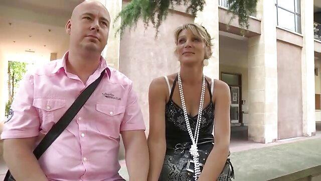 Orosz pornò videok srác kritizálja a két ikrek, Julia, Katia az anális